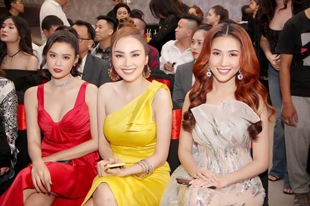 Hoa hậu Diễm Hương, hoa hậu Phan Thị Mơ, ca sĩ Trương Quỳnh Anh tại sự kiện ra mắt showroom VOV Super Cars.