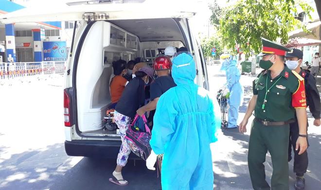 Để phòng chống Covid-19, Đà Nẵng đã phong tỏa nhiều khu vực xung quanh Bệnh viện Đà Nẵng và chỉ cho những trường hợp cần thiết được vào /// Ảnh: Hoàng Sơn